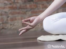 Будхи мудра в Кундалини Йоге картинка