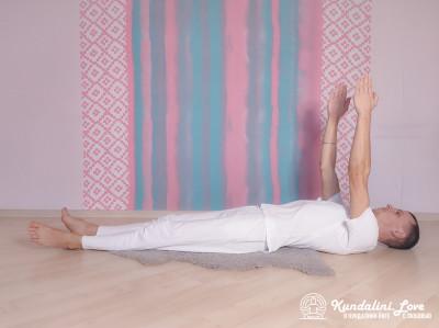 Быстрые поднимания рук до 45 градусов 1. Упражнение Кундалини Йоги картинка