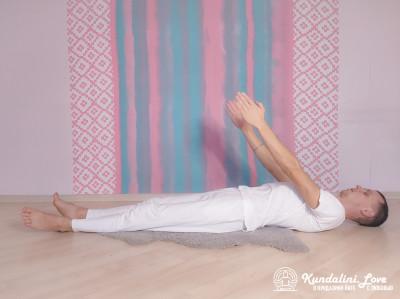 Быстрые поднимания рук до 45 градусов 2. Упражнение Кундалини Йоги картинка