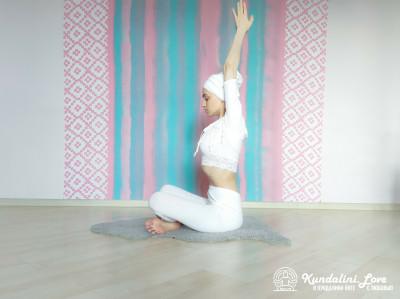 Девять одноминутных поз 1. Упражнение Кундалини Йоги картинка