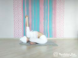 Девять одноминутных поз 3. Упражнение Кундалини Йоги картинка