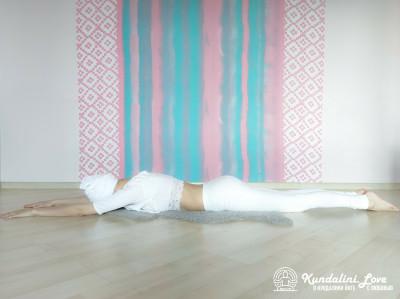 Девять одноминутных поз 4. Упражнение Кундалини Йоги картинка