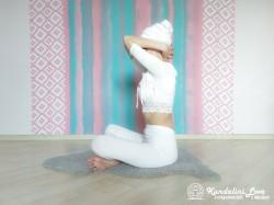 Девять одноминутных поз 6. Упражнение Кундалини Йоги картинка