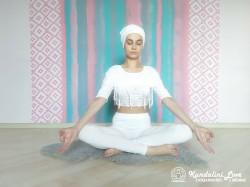 Девять одноминутных поз 8. Упражнение Кундалини Йоги картинка