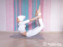 Поза Лука 2. Упражнение Кундалини Йоги картинка