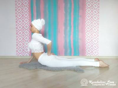 Касание руками ягодиц в Позе Кобры 2. Упражнение Кундалини Йоги картинка