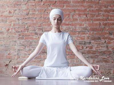 Медитация в Простой Позе с мантрой Сат Нам про себя картинка