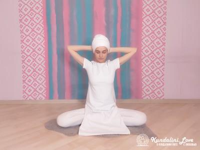 Медитация в Простой Позе под трек «Джап Сахиб». Упражнение Кундалини Йоги 1 картинка