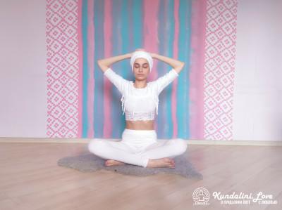 Наклоны и повороты в сторону 1. Упражнение Кундалини Йоги картинка