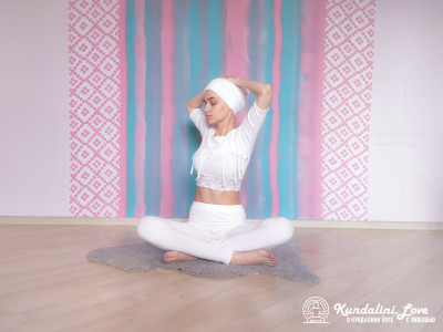 Наклоны и повороты в сторону 3. Упражнение Кундалини Йоги картинка