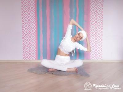 Наклоны и повороты в сторону 4. Упражнение Кундалини Йоги картинка