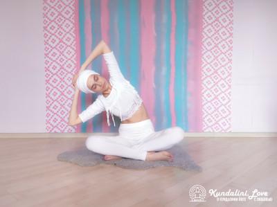 Наклоны и повороты в сторону 5. Упражнение Кундалини Йоги картинка