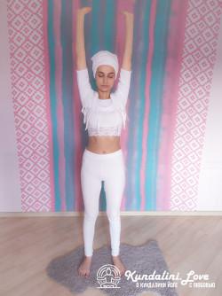 Наклоны, касаясь ладонями пола 1. Упражнение Кундалини Йоги картинка
