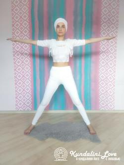 Наклоны в стороны 1. Упражнение Кундалини Йоги картинка