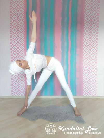 Наклоны в стороны 2. Упражнение Кундалини Йоги картинка