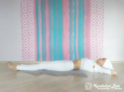 Наклоны вперед, касаясь лбом коленей 2. Упражнение Кундалини Йоги картинка