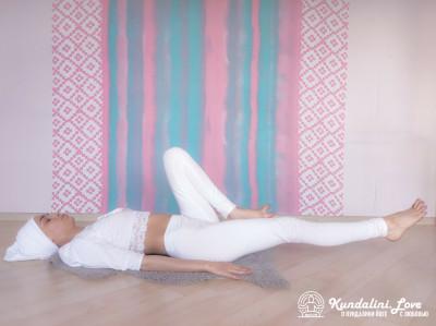 Насооборазное движение ногами 1. Упражнение Кундалини Йоги картинка