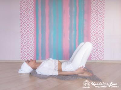 Подъемы и опускания таза 1. Упражнение Кундалини Йоги картинка