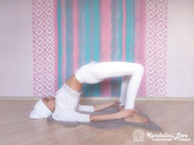 Подъемы и опускания таза 2. Упражнение Кундалини Йоги картинка