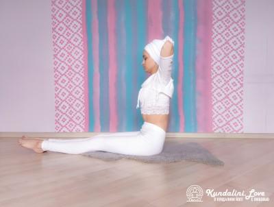 Подъемы ног и туловища на 90 градусов 2. Упражнение Кундалини Йоги картинка
