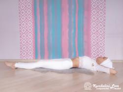 Подъемы ног и туловища на 90 градусов 3-4. Упражнение Кундалини Йоги картинка
