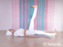 Подъемы ног на 90 градусов поочередно 1. Упражнение Кундалини Йоги картинка