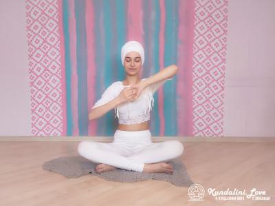 Поднимание и опускание локтей 2. Упражнение Кундалини Йоги картинка