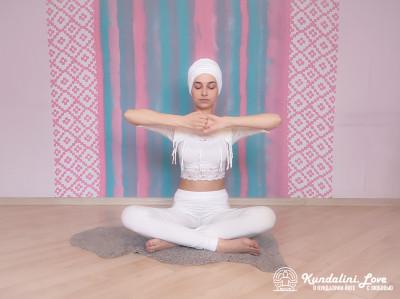Поднимания рук в Замке Медведя 1. Упражнение Кундалини Йоги картинка