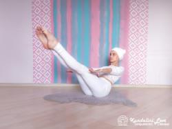 Поднимите ноги на 60 градусов. Упражнение Кундалини Йоги картинка