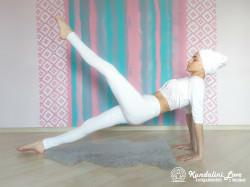 Поднятие ног в Позе Задней Платформы. Упражнение Кундалини Йоги картинка