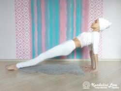 Поднятие ног в Позе Задней Платформы 2. Упражнение Кундалини Йоги картинка