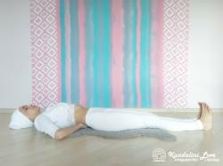 Подтягивание коленей к груди 1. Упражнение Кундалини Йоги картинка