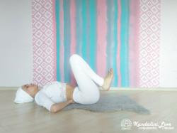 Подтягивание коленей к груди 2. Упражнение Кундалини Йоги картинка