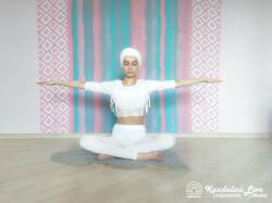 Покачивающие движения руками 1. Упражнение Кундалини Йоги картинка
