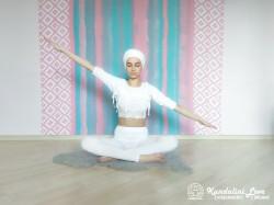 Покачивающие движения руками 2. Упражнение Кундалини Йоги картинка