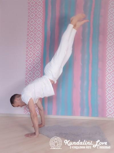 Полудикая лошадь, встающая на дыбы 2. Упражнение Кундалини Йоги картинка