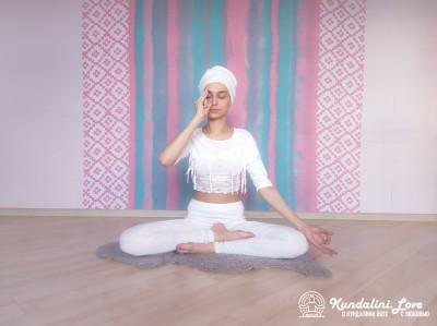 Поочередное дыхание через одну ноздрю 1. Упражнение Кундалини Йоги картинка