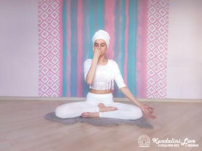Поочередное дыхание через одну ноздрю 2. Упражнение Кундалини Йоги картинка
