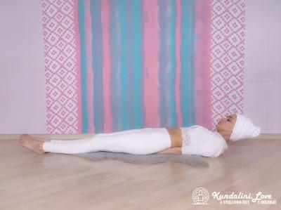 Постепенное поднятие и опускание корпуса. Упражнение Кундалини йоги 1 картинка