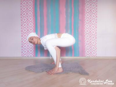 Повороты головой в Позе Стула 2. Упражнение Кундалини Йоги картинка