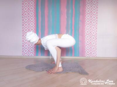 Повороты головой в Позе Стула 3. Упражнение Кундалини Йоги картинка