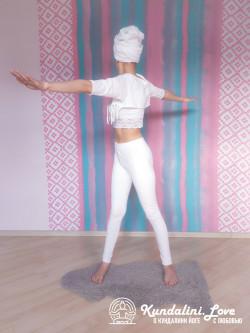 Повороты корпуса из положения стоя 1. Упражнение Кундалини Йоги картинка
