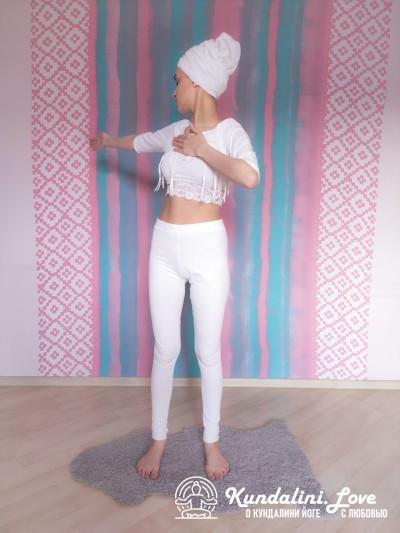 Повороты верхней части тела 2. Упражнение Кундалини Йоги картинка