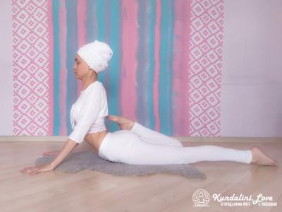 Поза Кобры с ударами по ягодицам 2. Упражнение Кундалини Йоги картинка