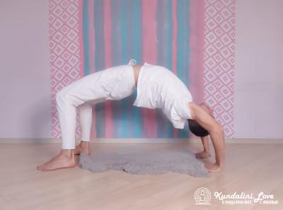 Поза Колеса с мантрой Хар Хар Хар Хари 2. Упражнение Кундалини Йоги картинка