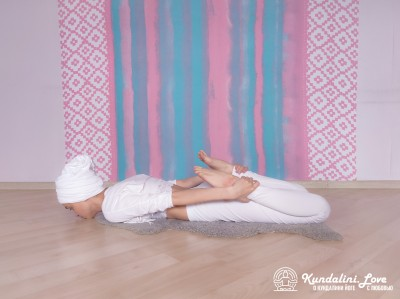 Поза Лука 1. Упражнение Кундалини Йоги картинка