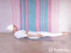 Поза натяжения. Упражнение Кундалини Йоги картинка