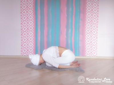 Поза Ребенка. Упражнение Кундалини Йоги картинка