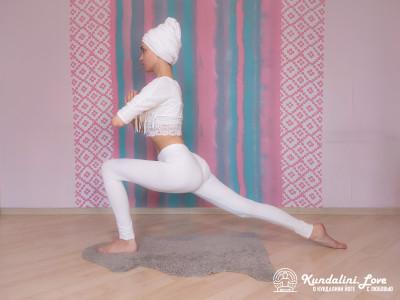Поза с согнутой под прямым углом передней ногой 1. Упражнение Кундалини Йоги картинка