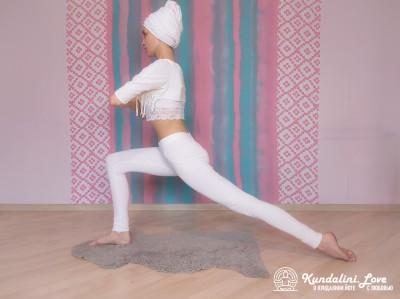 Поза с согнутой под прямым углом передней ногой 2. Упражнение Кундалини Йоги картинка